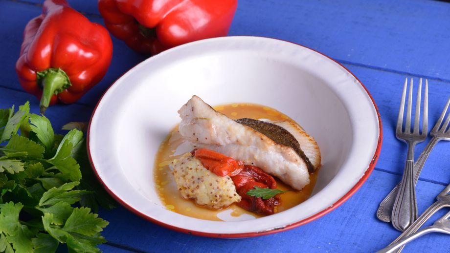 Receta: Gallo San Pedro con pimiento asado y patata a la mostaza